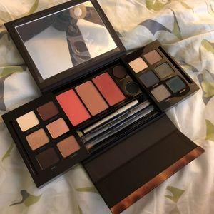 Laura Mercier Masterclass makeup palette